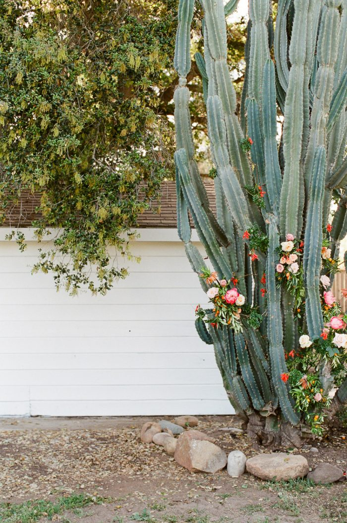 modern outdoor california wedding flowers